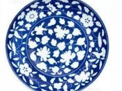 青花瓷器被当作水果盘数十年 如今拍卖10万英镑